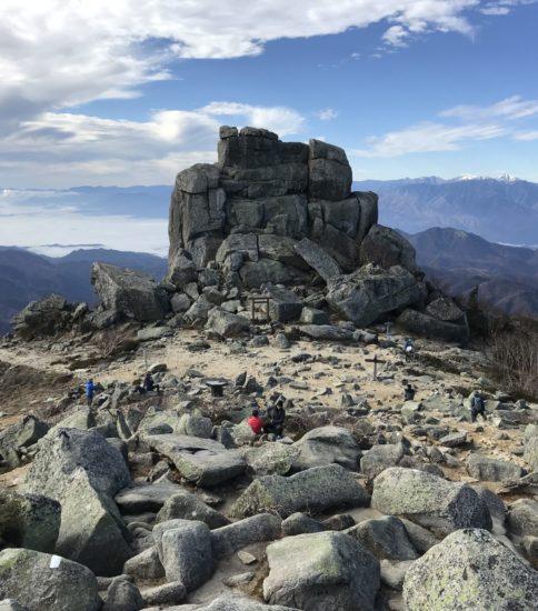 瑞牆山荘から金峰山